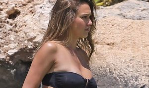 Jessica Alba Gets Some Sun During a Beach Day in Hawaii