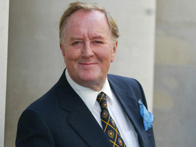 Harry Potter Actor Robert Hardy Dies at Age 91