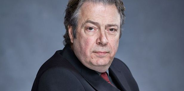 Roger Allam Height