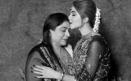 Kinza Hashmi Mother